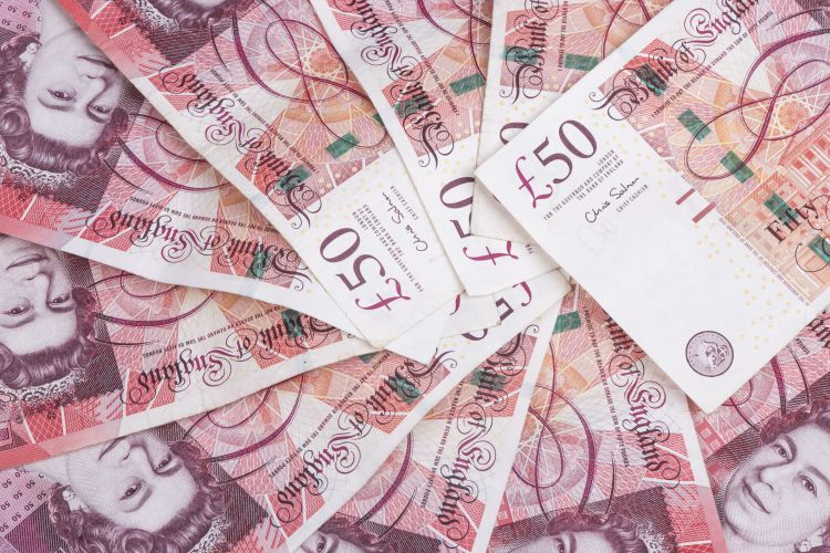 Spread of random 50 British Pound notes